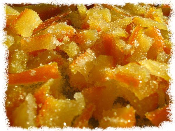 Dekorer kaken med kandisert appelsinskall
